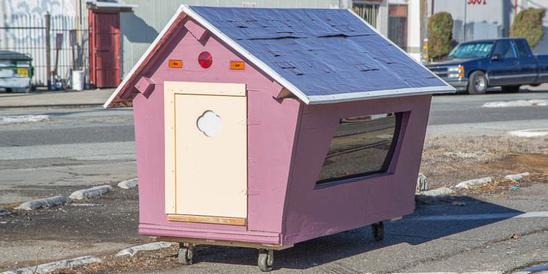 gregory-kloehn-turns-trash-into-vibrant-houses-for-the-homeless-designboom-03